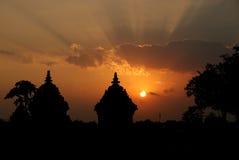 Silhueta do templo de Plaosan, por do sol no templo de Plaosan fotos de stock