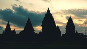 Silhueta do templo de Prambanan no por do sol vídeos de arquivo