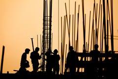 Silhueta do trabalhador da construção Imagens de Stock