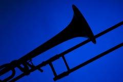 Silhueta do Trombone isolada no azul Imagem de Stock Royalty Free