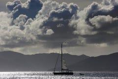 Silhueta do veleiro imagens de stock royalty free