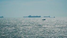 Silhueta dos navios do petroleiro ou da carga vídeos de arquivo