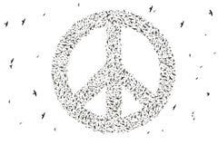 Silhueta dos pássaros que voam na formação do símbolo de paz Imagem de Stock