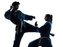 Silhueta dos pares da mulher do homem das artes marciais do vietvodao do karaté Imagens de Stock