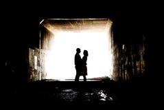 Silhueta em um túnel fotografia de stock royalty free