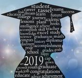 Silhueta graduada do menino para 2019 fotografia de stock