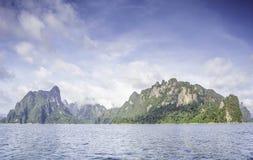 Silhueta no nascer do sol, opinião da silhueta da montanha com céu Fotografia de Stock Royalty Free