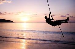 Silhueta no tirante com mola sobre o mar Imagem de Stock Royalty Free