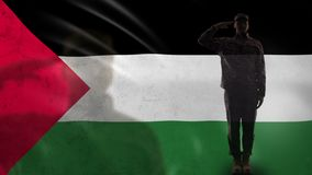 Silhueta palestina do soldado que sauda contra a bandeira nacional, conflito violento filme