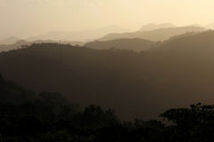 Silhueta preta e cinzenta da montanha, San Ramon, Nicarágua Imagem de Stock