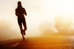 Silhueta running da estrada do atleta Foto de Stock Royalty Free