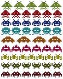 Silhuetas coloridas de invasores do espaço Imagens de Stock