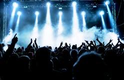 Silhuetas da multidão do concerto Fotografia de Stock Royalty Free