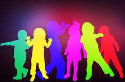 Silhuetas das crianças da dança Fotografia de Stock