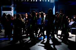 Silhuetas de adolescentes da dança Foto de Stock