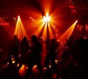 Silhuetas de adolescentes de uma dança Imagens de Stock Royalty Free