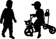 Silhuetas de duas crianças Fotografia de Stock Royalty Free