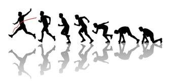 Silhuetas de um homem que ganha uma maratona Fotografia de Stock Royalty Free