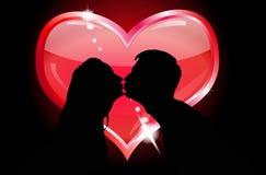 Silhuetas do beijo dos amantes Imagem de Stock