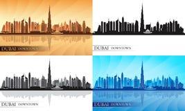 Silhuetas do centro da skyline da cidade de Dubai ajustadas Fotografia de Stock