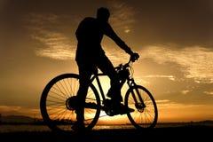 Silhuetas do ciclismo Foto de Stock