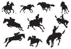 Silhuetas dos cavaleiros e do hor Foto de Stock Royalty Free