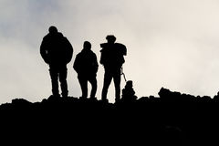 Silhuetas dos homens no Etna Foto de Stock Royalty Free
