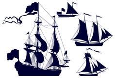 Silhuetas dos navios de navigação Fotos de Stock Royalty Free