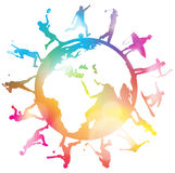 Silhuetas ostentando do globo Imagens de Stock Royalty Free