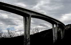 Silhuette高速公路天桥 免版税库存图片