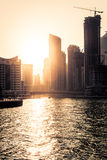 Silhuette ουρανοξυστών στο ηλιοβασίλεμα στη μαρίνα του Ντουμπάι Στοκ φωτογραφία με δικαίωμα ελεύθερης χρήσης