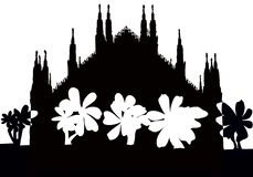 Silhuette του γοτθικού καθεδρικού ναού του Μιλάνου με το σταυρό στοκ φωτογραφία με δικαίωμα ελεύθερης χρήσης