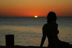 Silhuette på stranden Royaltyfria Bilder