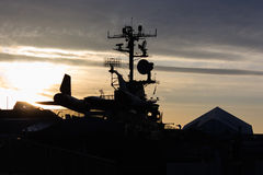 Silhuette του πίσω μέρους του αεροπλάνου κατασκόπων SR-71 κοτσύφων στο ηλιοβασίλεμα Στοκ Φωτογραφίες