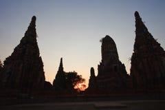 Silhuoette de la pagoda vieja en Ayutthaya Tailandia Foto de archivo libre de regalías