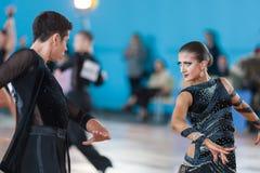 Silich Sergey och Borovskaya Olga Perform Youth Latin-American Program Arkivbild