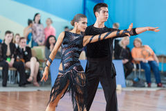 Silich Sergey und Borovskaya Olga Perform Youth Latin-American Program lizenzfreie stockbilder