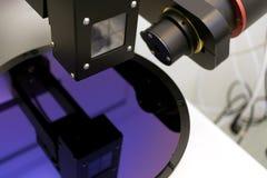 Siliciumwafeltje van de purpere dikte van de kleurenmaatregel van film op ellipsometer royalty-vrije stock foto's