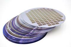 Siliciumwafeltjes van verschillende kleur in voorraad royalty-vrije stock fotografie