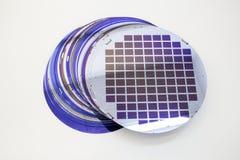 Siliciumwafeltjes van verschillende kleur in voorraad royalty-vrije stock afbeeldingen