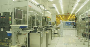 Silicon wafer manufacturing process in a clean room