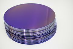 Free Silicon Wafers Of Purple Color In Stock Royalty Free Stock Images - 147005019