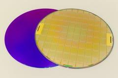 Silikonowi opłatki dwa typu - opróżnia popielatych opłatkowych i złocistych wafes z mikroukładami zdjęcie royalty free