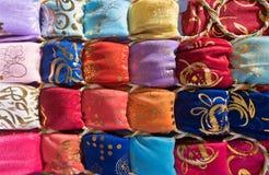 Silk и шифоновые шарфы на рынке в Юго-Восточной Азии Стоковое Изображение RF