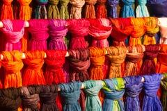 silk färgglada scarves Royaltyfri Bild