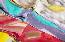 silk färgrika scarfs Arkivbilder