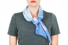 Silk scarf Blå siden- halsduk runt om hennes hals som isoleras på vit bakgrund Arkivbilder