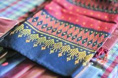 Silk Stoff so gemacht durch Gewebe und Faser vom materiellen Design des Wurmes stockfotos