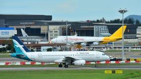 Silkair Airbus A320 que taxiing no aeroporto de Changi Imagens de Stock Royalty Free