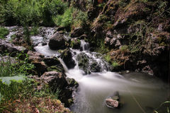 Silkeslen flod arkivbild